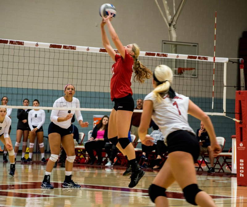 Women's volleyball outlasts Clarion by Becca Martin