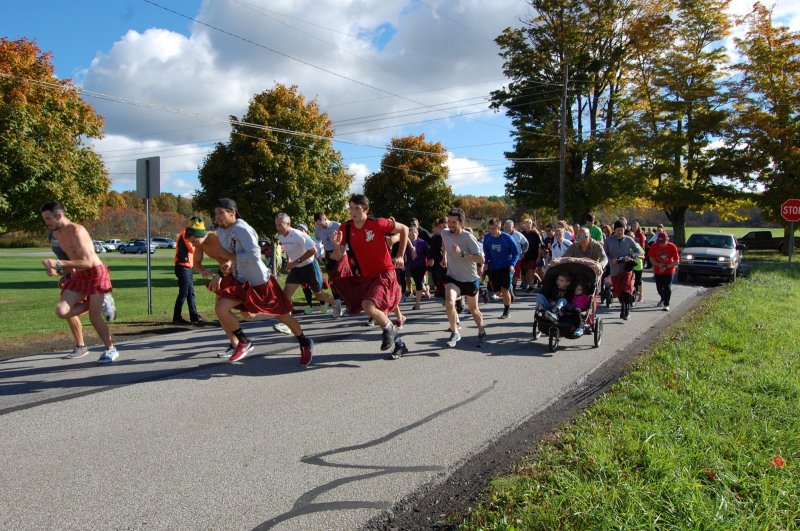 Kilted Mile tradition to kick off 2016 homecoming parade by Hannah McDonald