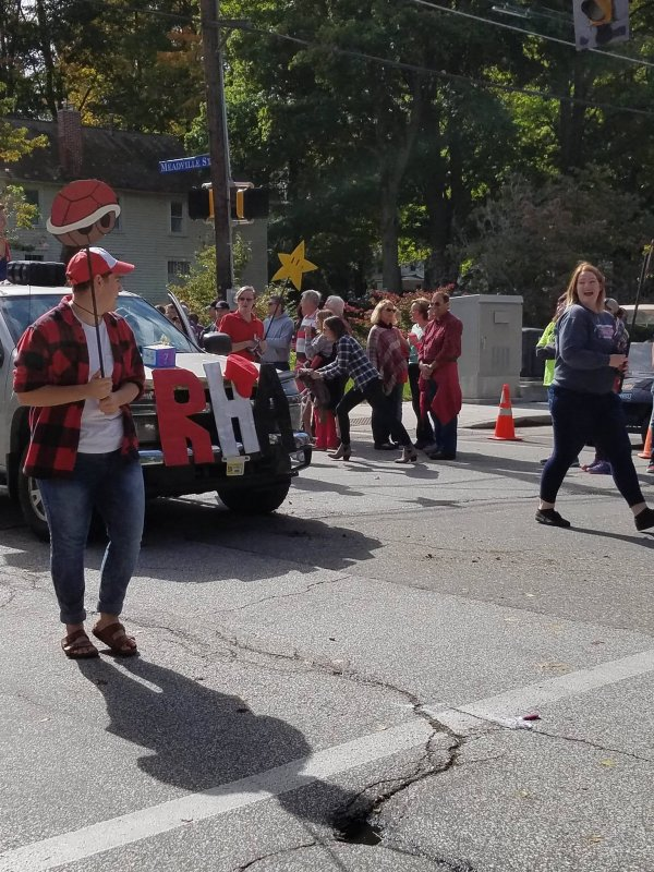 Live: 2016 Homecoming Parade by Edinboro Television
