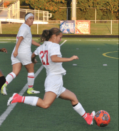 Women's soccer splits past two games by Mike Lantinen and Madi Gross