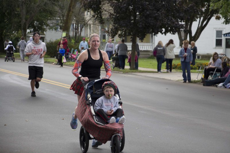 Kilted Mile kicks off  2018 homecoming parade by Anisa Venner-Johnston