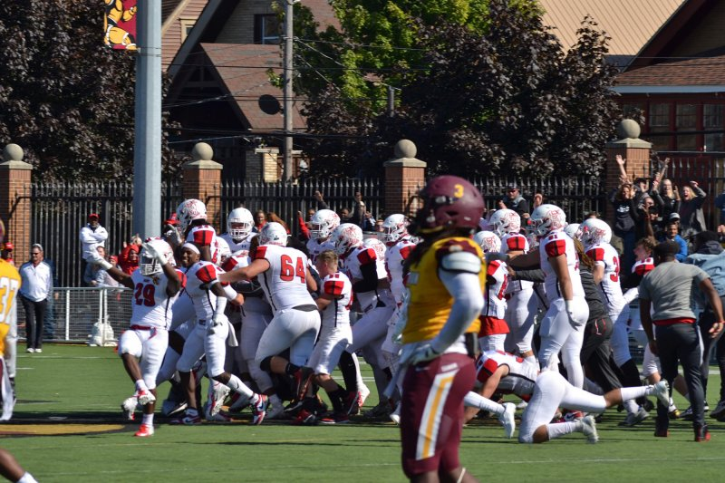Fighting Scots football grabs last-second victory over Gannon by Paul Petrianni