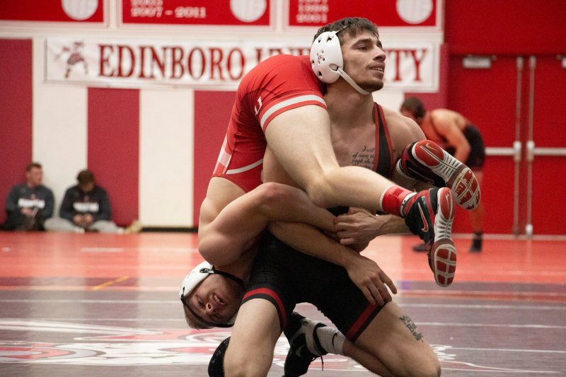 Red and White Wrestleoffs: Favorites get expected wins, freshman show out in upsets by Paul Petrianni & Shayma Musa